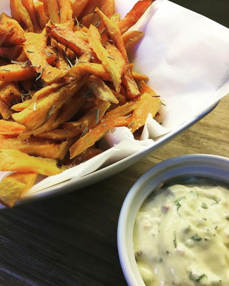 Søtpotet fries og chiliaioli