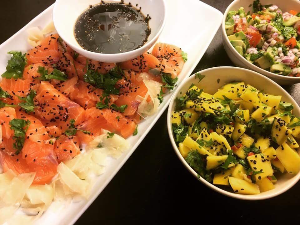 Salmalaks, ingefær & mango/avokado salat