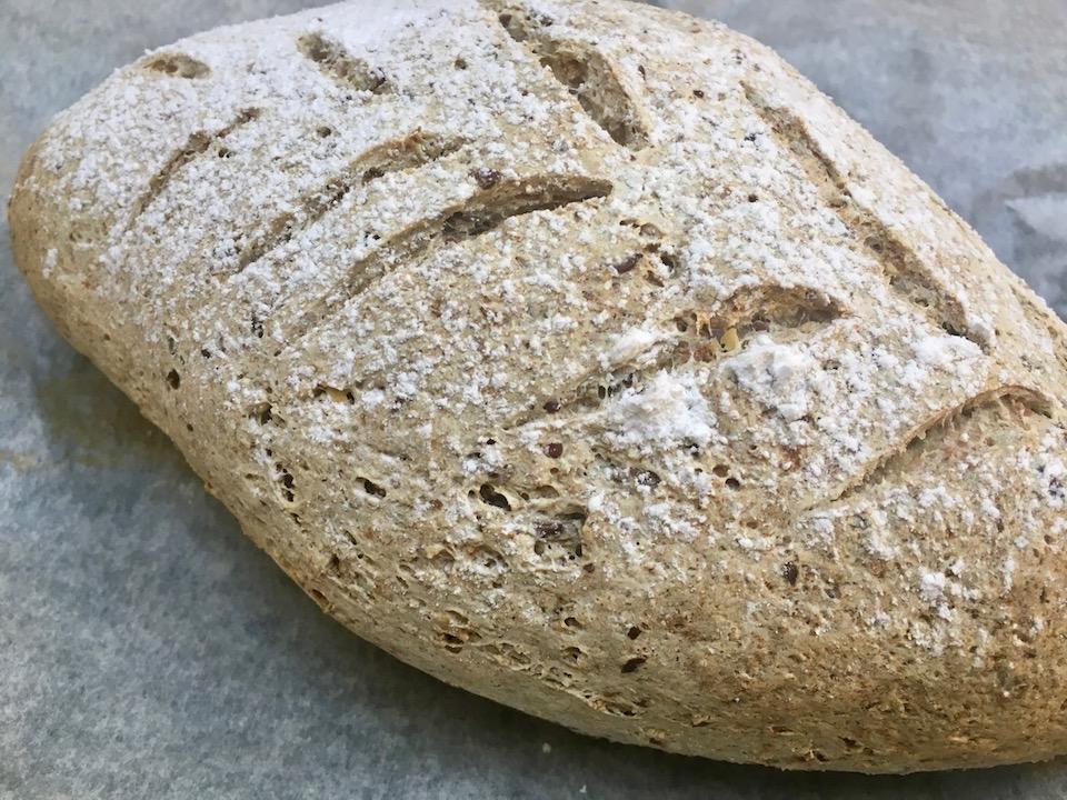 Glutenfritt brød med frø, kjerner og fiber