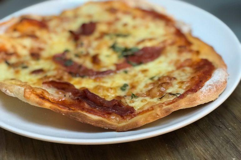Instruksjonsvideo; hvordan lage glutenfri pizza fra bunnen av