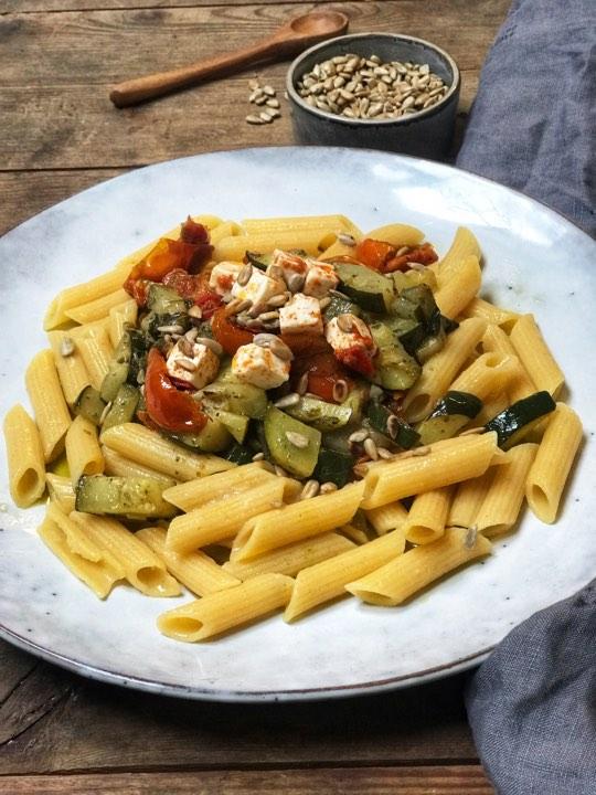 Glutenfri vegetarpasta med squash og feta