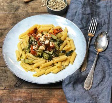 Glutenfri vegetarpasta med squash, soltomater og feta
